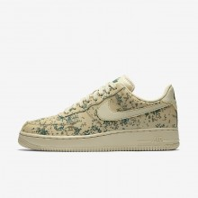 Mens Team Gold/Golden Beige/Gorge Green Nike Air Force 1 07 Low Lifestyle Shoes 558TPSGR