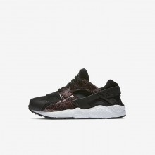 Girls Black/Pink Prime/White Nike Huarache SE Lifestyle Shoes 701EJSXT