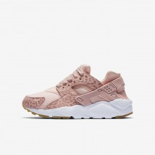 Girls Coral Stardust/Gum Light Brown/White/Rust Pink Nike Huarache SE Lifestyle Shoes 702IVNRL