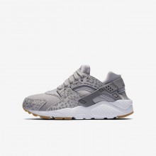 Nike Huarache SE Lifestyle Shoes For Girls Atmosphere Grey/Gum Light Brown/White/Gunsmoke 707EHRFK